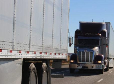 Peloton Technology platooning trucks