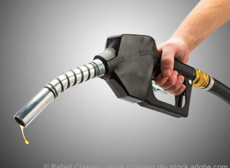Diesel fuel price drops on West Coast