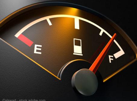 U.S. average diesel price drops 2 cents
