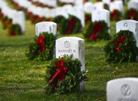 Wreaths Across America, wreaths on gravestones at Arlington Cemetery