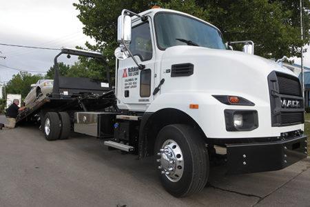 Mack MD6 truck tractor