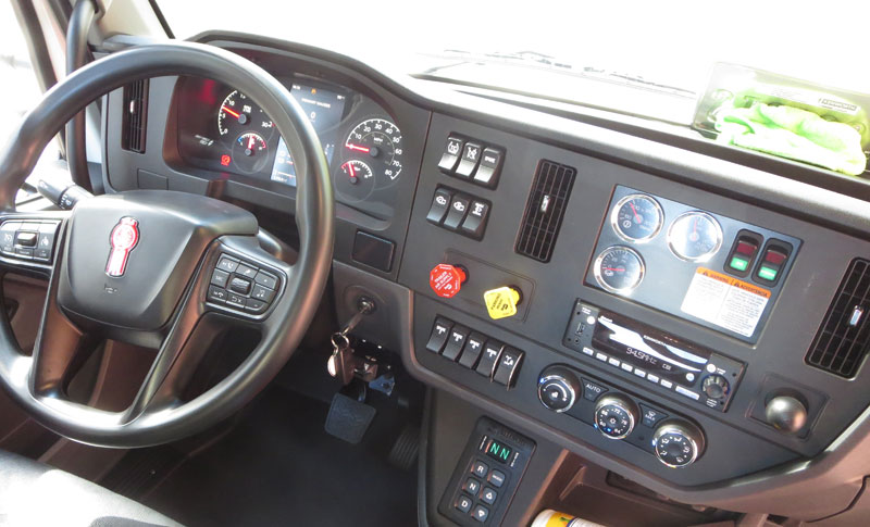 Redesigned dash of the T480V from Kenworth
