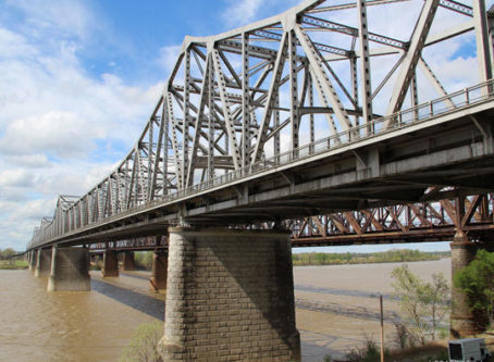 I-55 bridge across the Mississippi River is seeming more traffic since the I-40 bridge closed in the Memphis area.